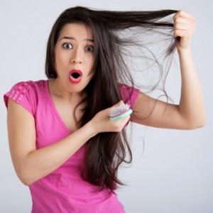 La máscara de la caída de los cabello con los polvos de mostaza y el aceite de oliva